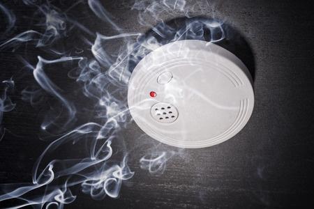 איך לבחור מערכות גילוי אש ועשן